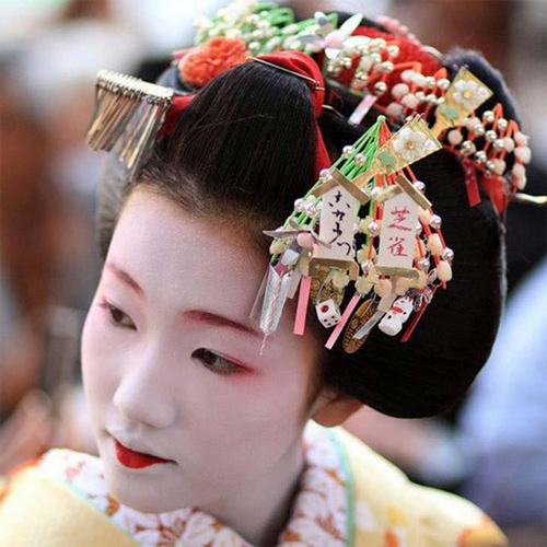 The Modern Geisha And Her Kanzashi Barbaraanne S Hair